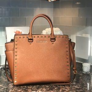 Well taken care of large Michael Kors bag